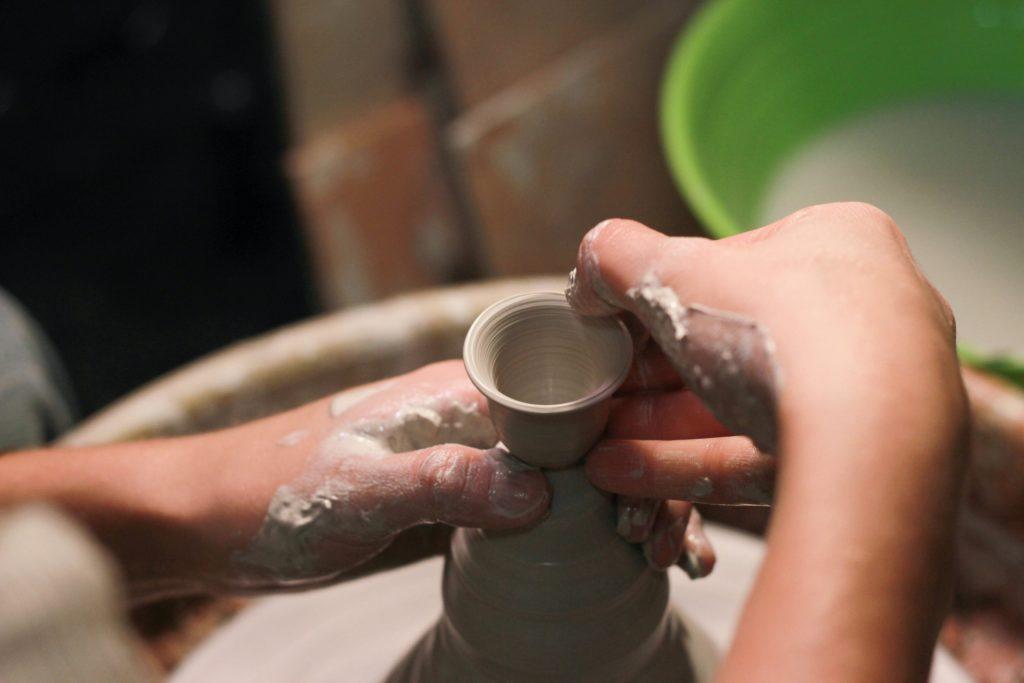 poterie au tour escapade artisanale aportee2mains