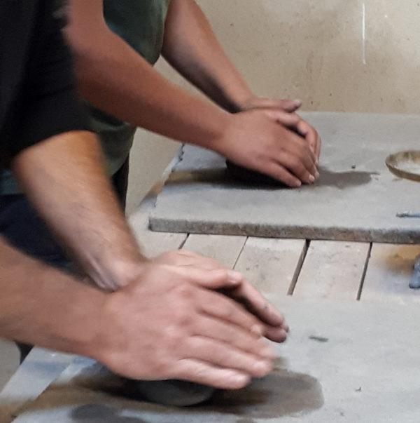 AP2M Escapade artisanale poterie Thomas preparation